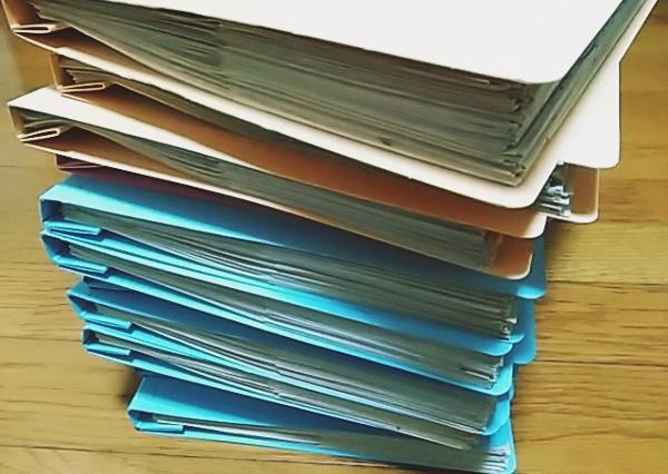 ファイルに閉じられたプリント類
